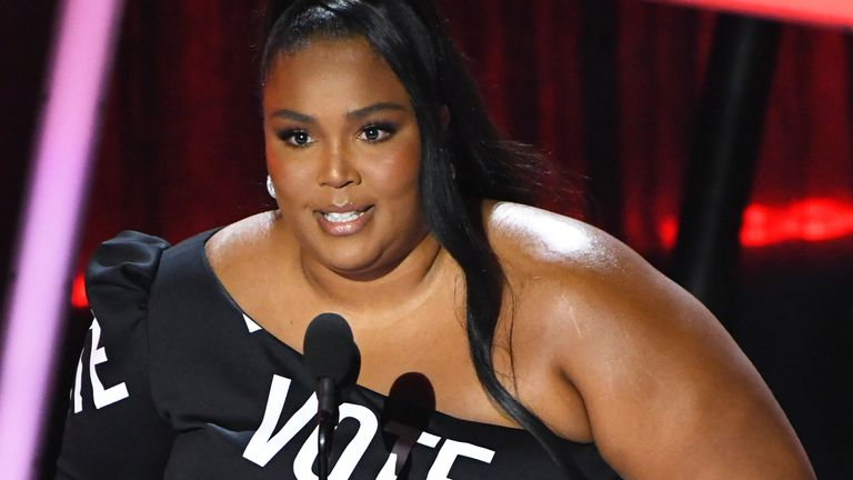 Lizzo dressed with purpose to accept her gong