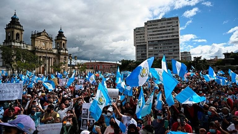 Thousands gathered peacefully in front of the National Palace in the capital